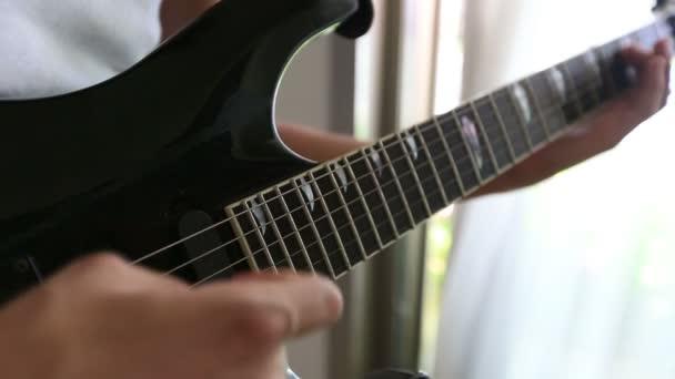 hraní na kytaru 9