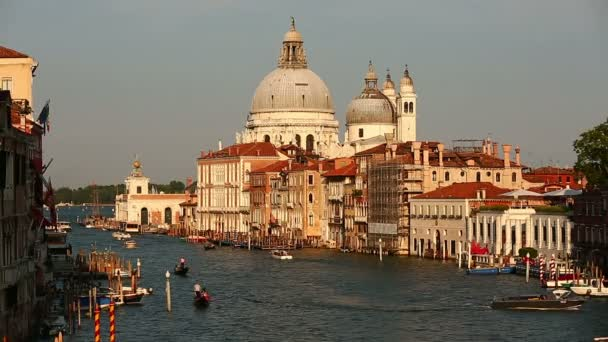 Traffic on the Grand Canal (Canale Grande)