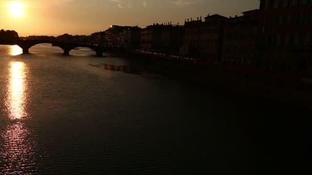 Řeky Arno při západu slunce