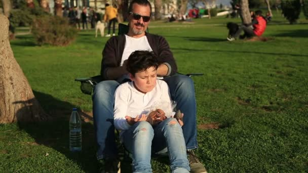 Father and son relaxing time in city parkv