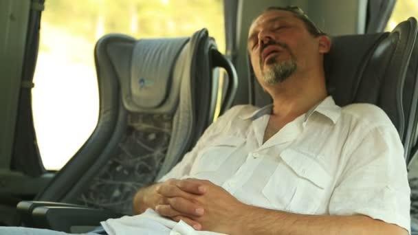 Порно разводов спит в автобусе видео женщины фото траха