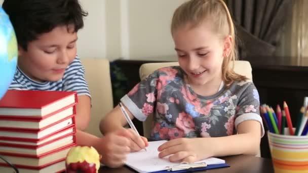 Kisfiú és a lány tanuló 2