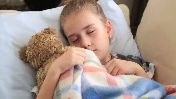 aranyos, alvás fiatal lány