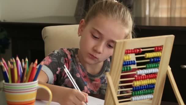 Kislány tanulmányi otthon és étkezési Alma