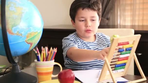 Studentík pomocí abacus