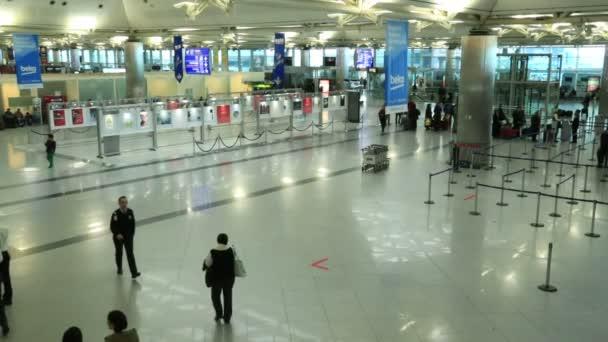 Cestující na letišti 2