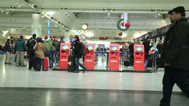 Cestující na letišti 4