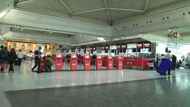 Cestující na letišti 6