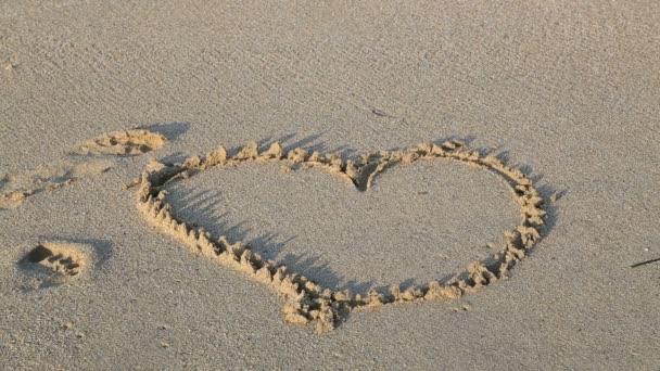 Herzform am Strand