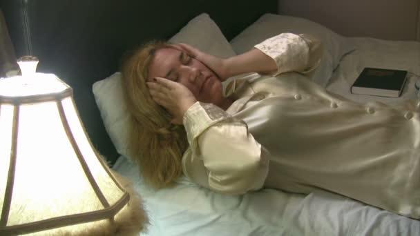 žena s bolestmi hlavy