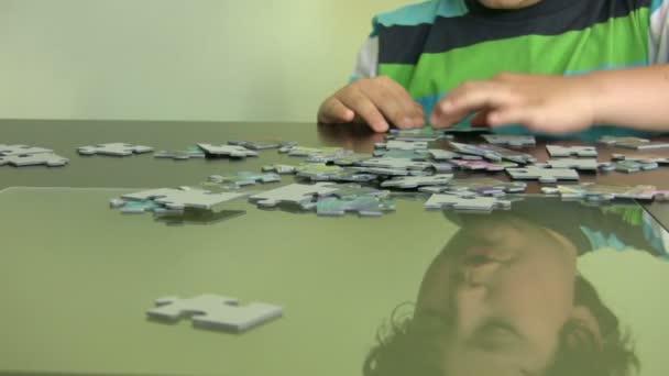 Dítě řešení hádanky