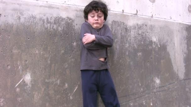 Bezdomovci ubohý chlapec
