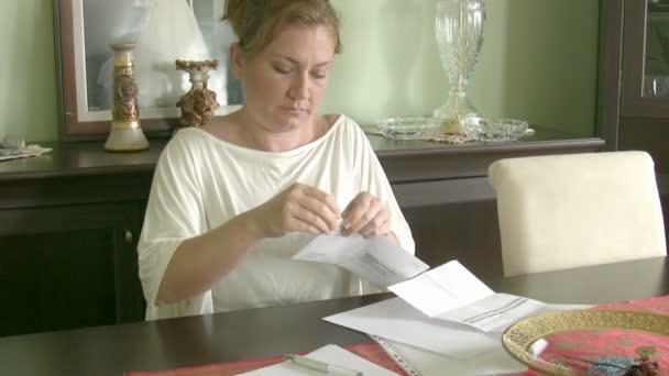 Frau mit finanziellen Problemen
