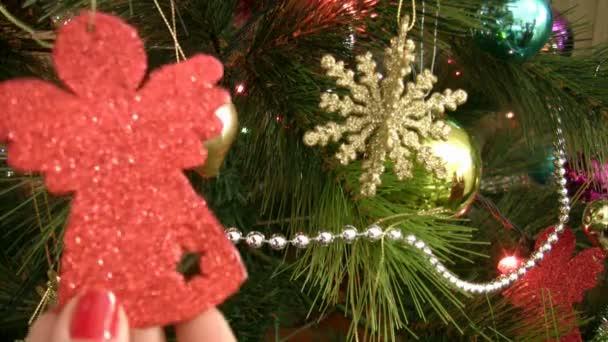 Žena, že ozdoba na vánoční stromeček