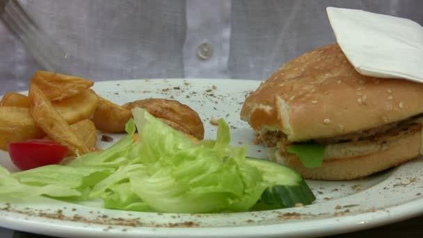 Man essen hamburger