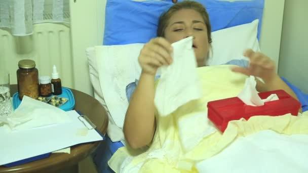 nemocná žena kýchání