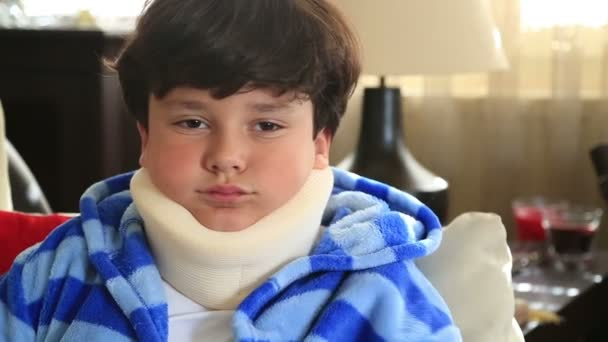 Krankes Kind mit Halskrause