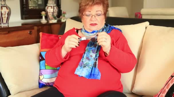 Zralá žena v léčbě inzulínové injekce