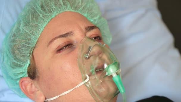 Oksijen maskesi telifsiz videolar | Stok video Oksijen maskesi, çekimler |  Depositphotos'dan indirin