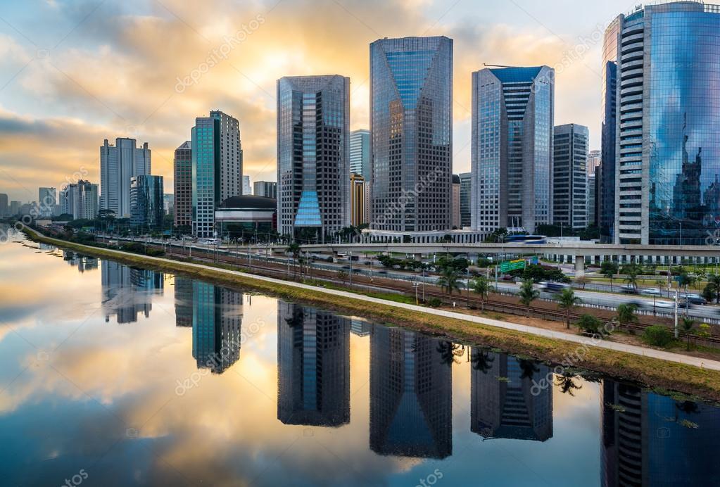 c99a8baea3 skyline van Sao paulo — Stockfoto © thiagogleite  92812154