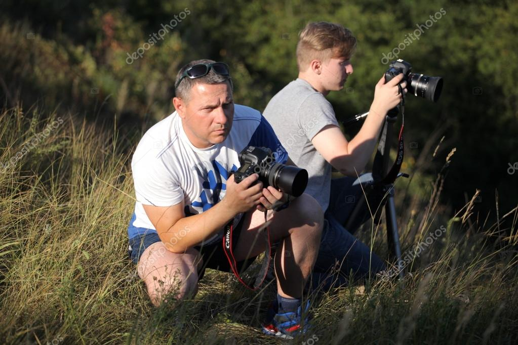 Photographers father and son take off in nature. The father teaches his son the right to use the camera. The meeting of two friends