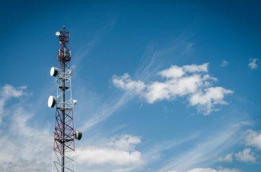 Aerial mast antennas