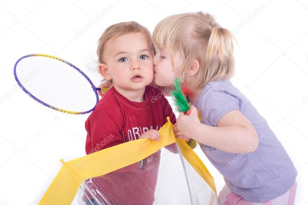 Kussen Voor Kinderen : Kinderen kussen u stockfoto guruxox
