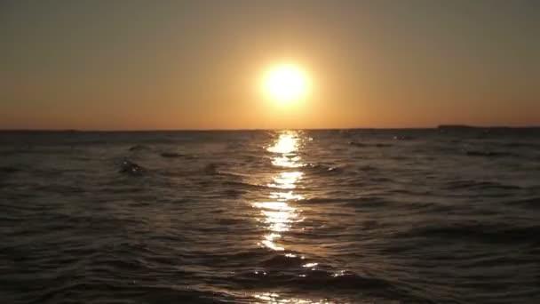západ slunce na molu