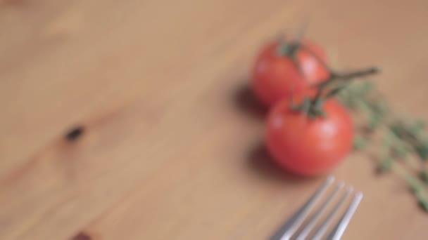 Zeleninové zátiší. Cherry rajčata s kapkami vody