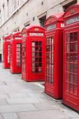 Hagyományos piros telefonfülkék Londonban