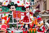 Disney vánoční Parade v Disneylandu v Paříži.