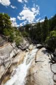 Pohled z Yosemitského národního parku z Mist Trail a John Muir Trail, Kalifornie, Usa