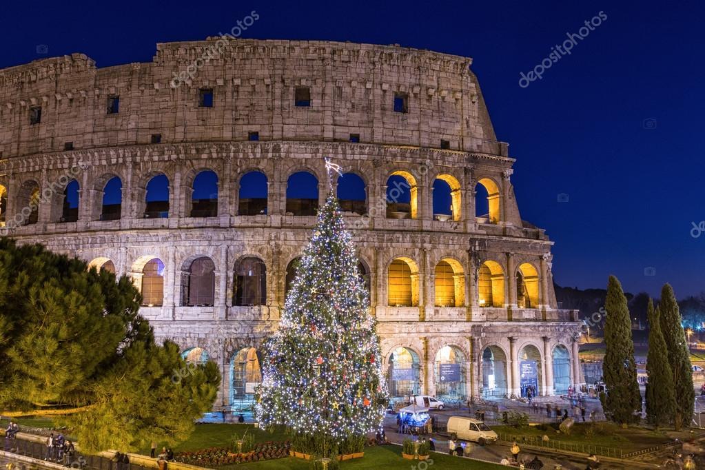 rome a noel Colisée de Rome à Noël pendant le coucher du soleil, Italie  rome a noel