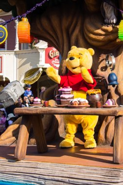 Winnie the Pooh in Disneyland Paris's Parade, Paris