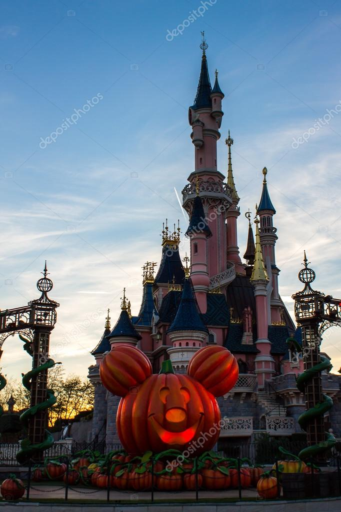 Halloween In Frankrijk.Disneyland Parijs Kasteel Tijdens De Viering Van Halloween