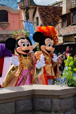 Minnie and Mickey Mouse during Disneyland Paris's show