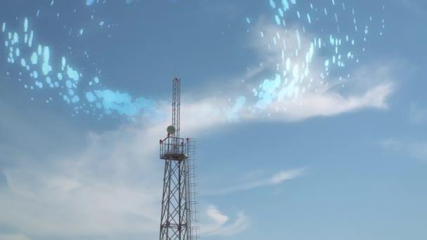 Turm mit Zellsignal am Himmel