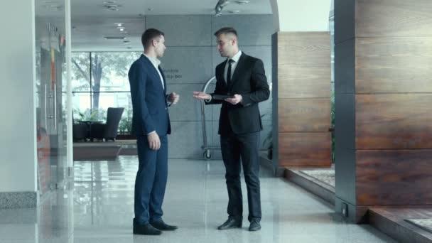 Párbeszéd két üzletember