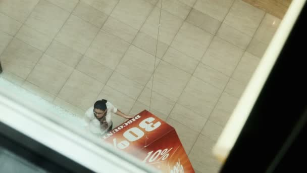 advertizing cube view from elevator