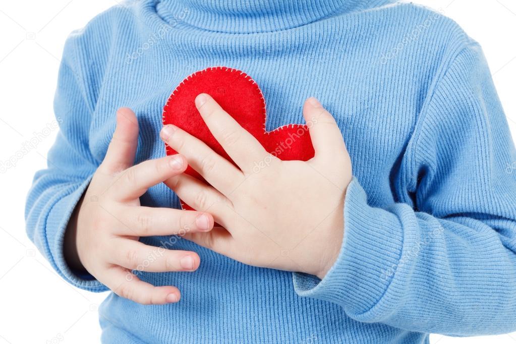 Manos Sosteniendo El Símbolo Del Corazón Del Bebé