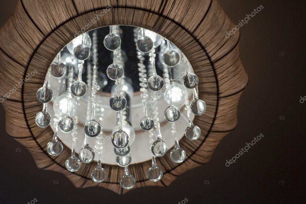 Un lampadario illuminato interno camera da letto u2014 foto stock