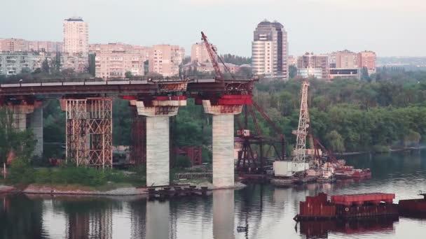 Costruzione del ponte. Attrezzature e impianti