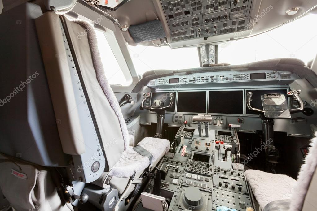 Inside view Cockpit G550
