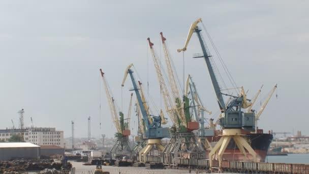 Harbor daruk teherhajó betöltése