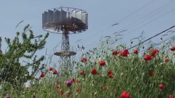 Větrná turbína v květované oblasti