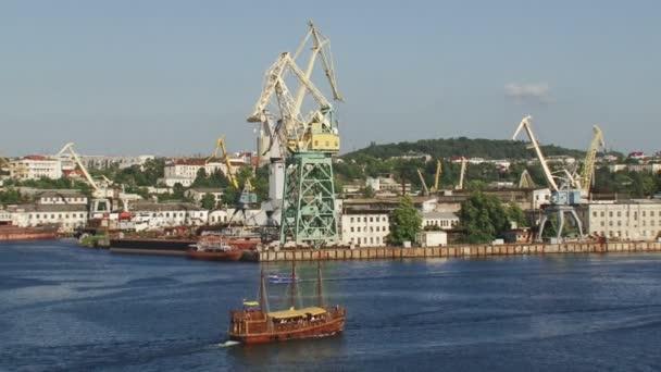 opravy lodí a stavbu lodí továrna