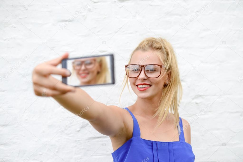 Электромонтер прет в очко блондинку — pic 8