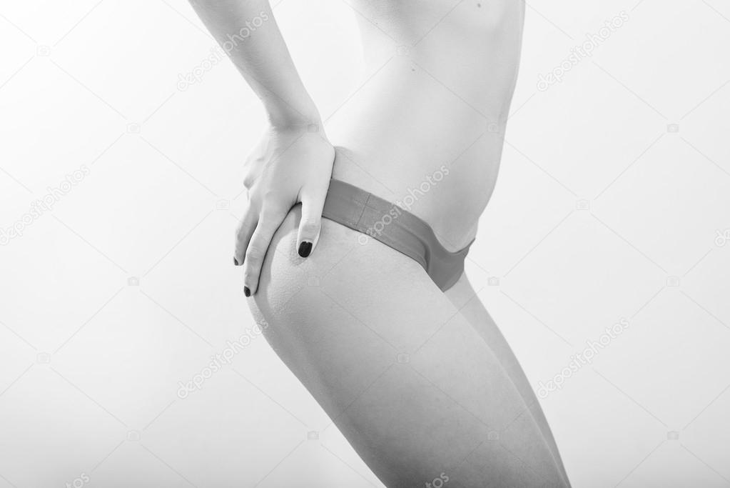 sexy-girl-soft-hands-nude-beach-black-women
