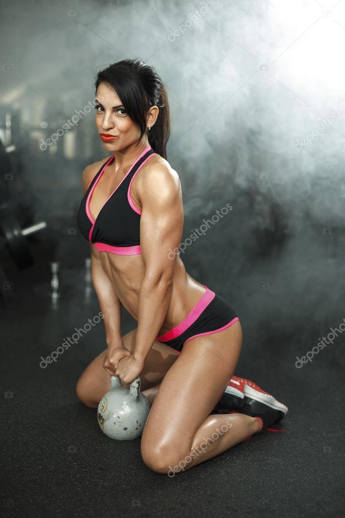 Chica Fitness Sexy Morena En Ropa De Deporte Con Perfecto