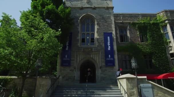 Vstup do budovy Hartova domu